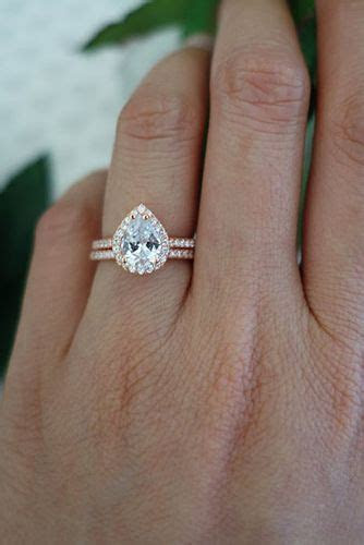 24 Stunningly Delicate Engagement Rings That Are Too Good
