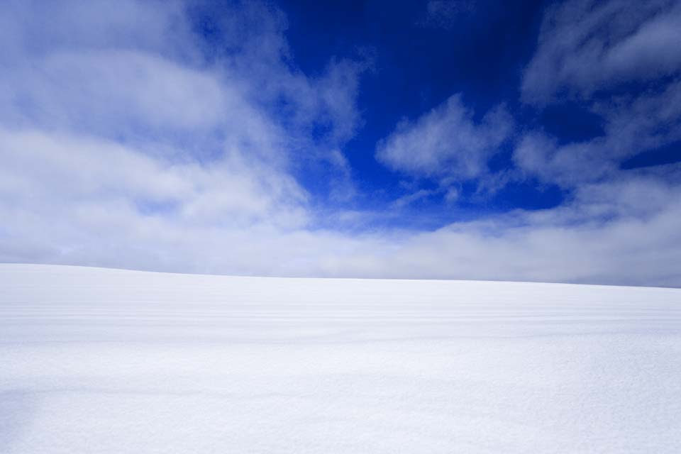 ゆんフリー写真素材集 No 3260 雪原と青空 日本 北海道
