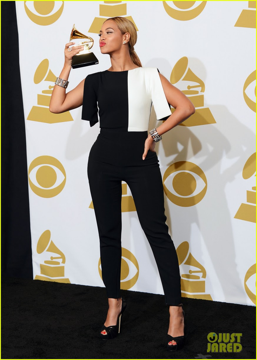 beyonce jay z grammys 2013 winners room photos 01