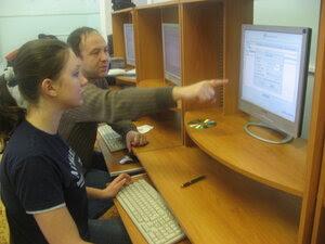 Папа [Дима] учит дочку [Катю] устанавливать ALT Linux Junior.