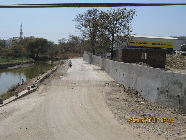 Narrow road - between River RamNadi and Mahindra First Choice compound wall - to upcoming residential projects in Bavdhan Budruk