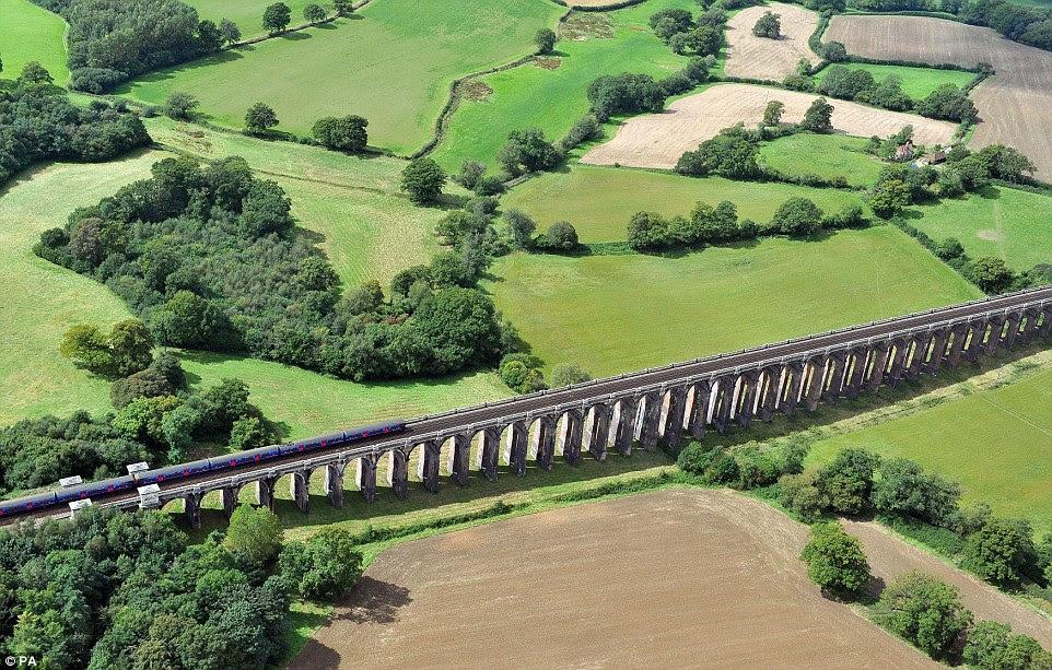 Η οδογέφυρα Ouse Valley, που ονομάζεται επίσης Balcombe οδογέφυρα στο Sussex, το οποίο θα χρησιμοποιηθεί για τη σύνδεση της περιοχής με το Λονδίνο και σταθμούς που βρίσκονται βόρεια του ποταμού Τάμεση