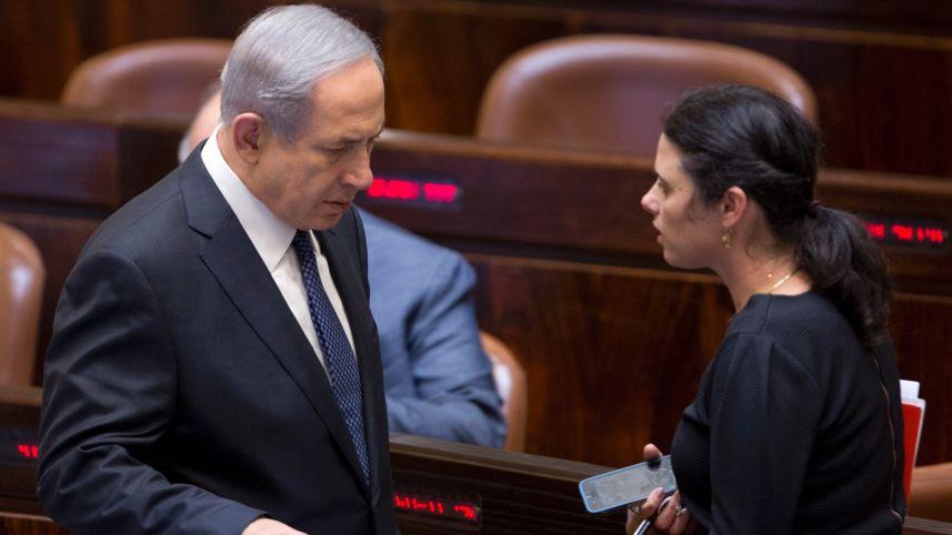 Il premier Netanyahu con la ministra della giustizia Ayelet Shaked (foto di Moti Milrod)