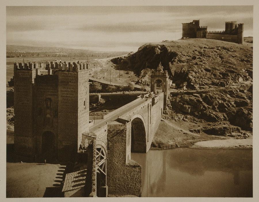 Puente de Alcántara y Castillo de San Servando hacia 1915. Fotografía de Kurt Hielscher.