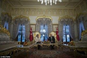 erdogan merkel sul trono