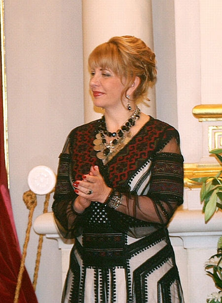 The First Lady of Ukraine Kateryna Yushchenko wearing a Borshchiv Embroidery from Ternopil State