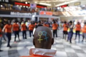 El Día Contra la Homofobia evoca en África la persecución que sufren los gays. EFE
