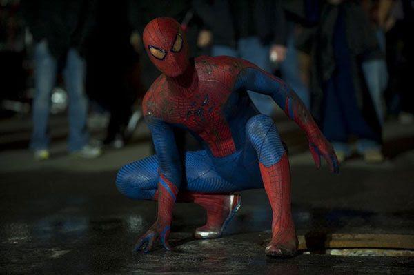 A crowd gathers around Spidey in THE AMAZING SPIDER-MAN.