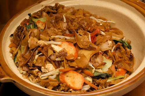 char kueh teow in a big bowl