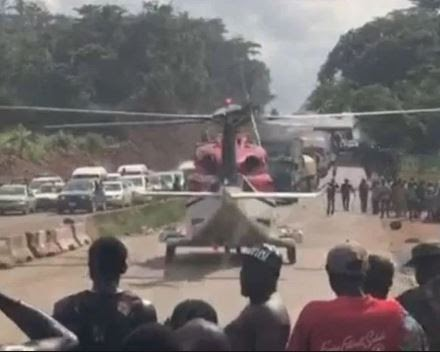 Viral Video of Moment VIP ordered a helicopter to come airlift him out of heavy traffic on Lagos-Benin Expressway (video)