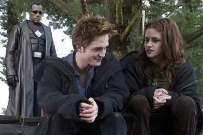 Blade sneaks up on Kristen Stewart and her metrosexual bloodsucking companion.