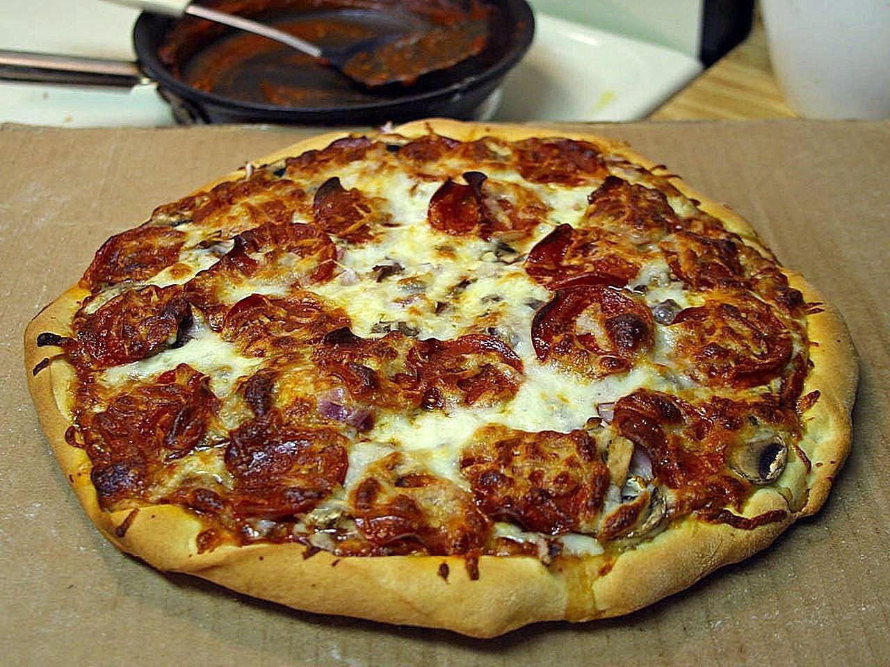 File Pepperoni pizza fast food jpg Wikimedia Commons