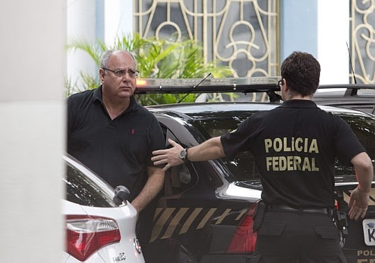 Renato Duque é levado à sede da PF no Rio - Foto: Márcia Foletto/Agência O Globo