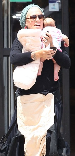 Ergo Baby Carrier Uk Celebs With Ergo Slings Pink
