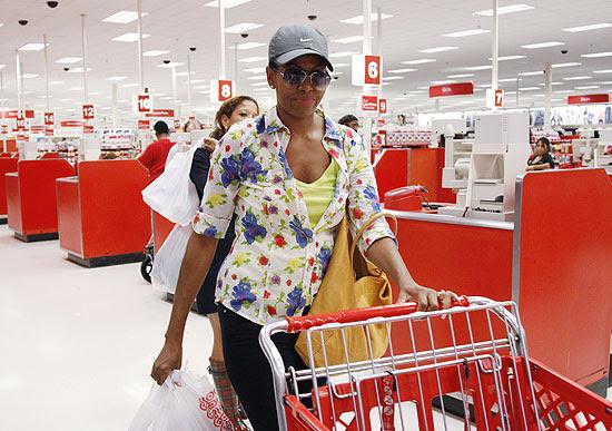Primeira-dama americana faz compras numa loja da cadeia Target, no Estado da Virgínia, no fim de setembro