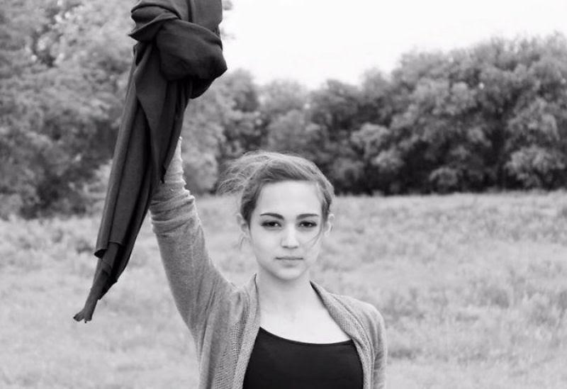Iranianas protestam contra a estrita lei do hijab publicando fotos com a melena ao vento 01