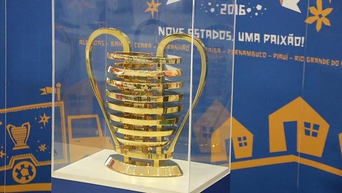 Troféu da Copa do Nordeste em Natal (Foto: Elias Medeiros)