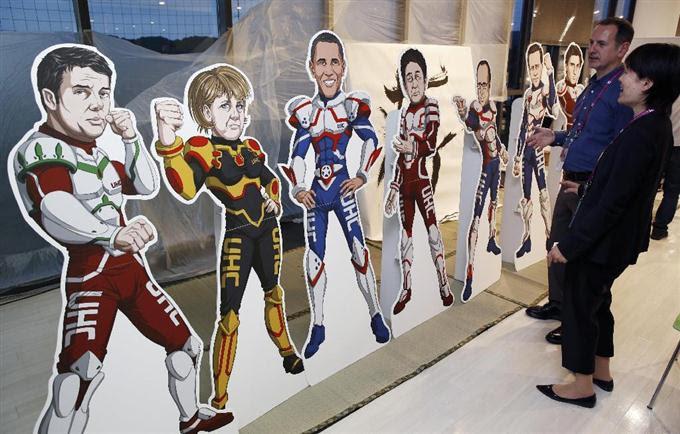 伊勢志摩サミットのNGOスペースに設置された各国首脳のスーパーヒーロー姿のパネル=25日午後、三重県伊勢市