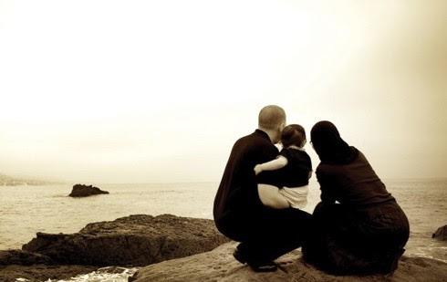 Bugünün En Önemli Önceliği, Ailenin Yeniden İtibâr Kazanmasıdır...