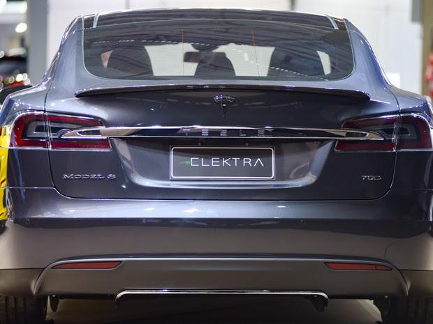 O Tesla S 70D é exposto no Espaço dos Sonhos do Salão do Automóvel de São Paulo 2016 (Foto: Flavio Moraes/G1)
