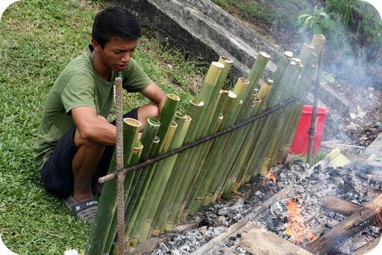 cooking lemang