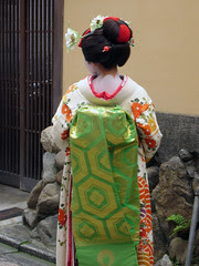 showing off in Gion