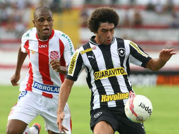 Bangu somou o primeiro ponto; Botafogo viu Vasco e Friburguense abrirem vantagem na liderança Foto: Paulo Sèrgio / Agência Lance