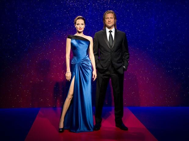 Museu londrino Madame Tussauds exibe, nesta terça-feira (17), novas estátuas de cera do casal Angelina Jolie e Brad Pitt (Foto: Leon Neal/AFP )