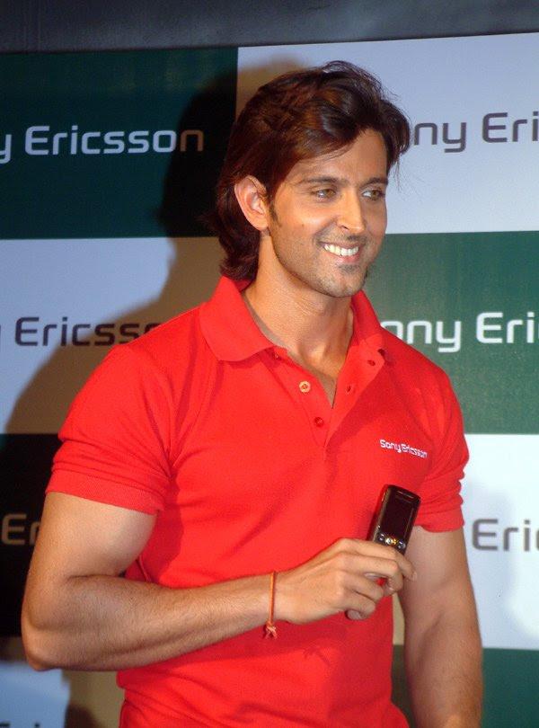 Hrithik Roshan launches Sony Ericsson's new mobile phone, Hrithik Roshan