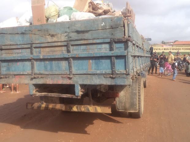 Caminhão que recolhe o lixo em Cabrobó, PE (Foto: Divulgação/Polícia Militar)
