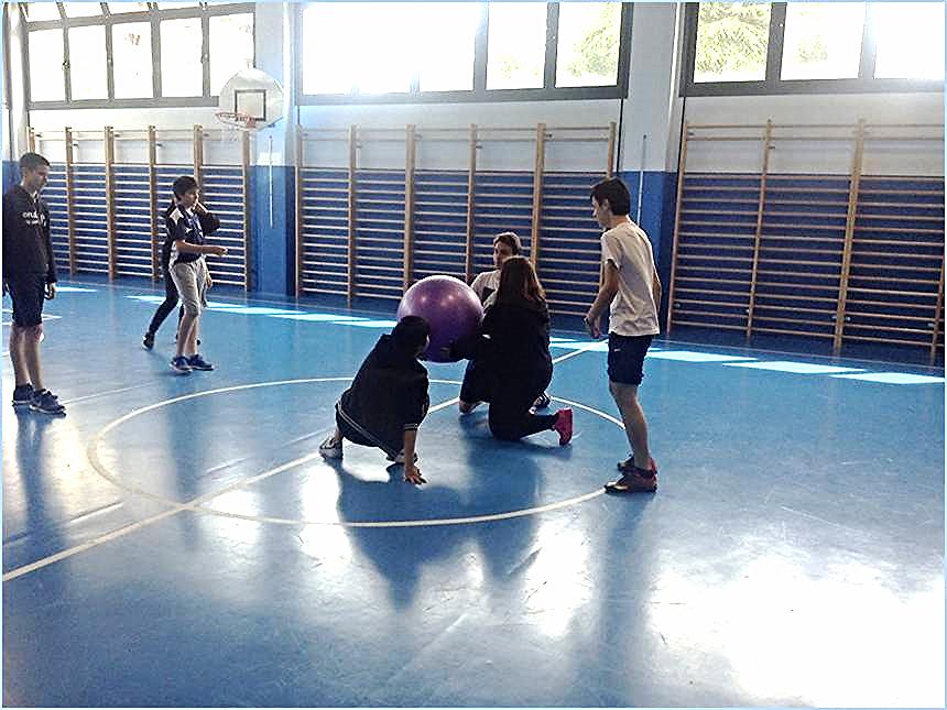 Práctica del deporte 'baloncodo' en el IES 'Usandizaga-Peñaflorida-Amara BHI' | Tweet y foto de Xabier Mendoza @KirolXabi. 12 mayo 2016