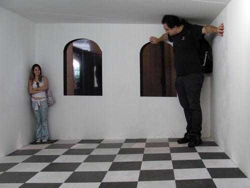 Foto Exposição Escher no Rio de Janeiro, ilusão de ótica, pequeno grande, Ila Fox e Ricbit