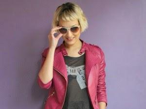 Óculos e jaqueta de couro não faltam no look da Tamy (Foto: De Repente/ Divulgação)