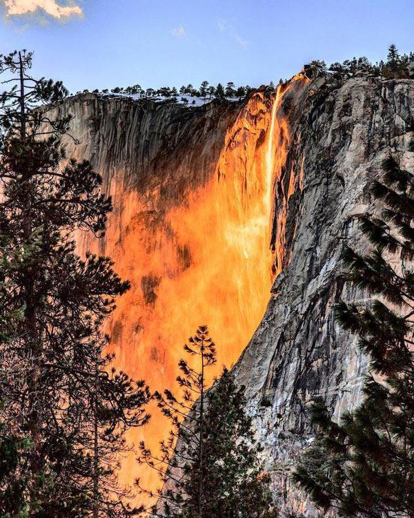 perierga.gr - Ο καταρράκτης της φωτιάς σε υπέροχες εικόνες!