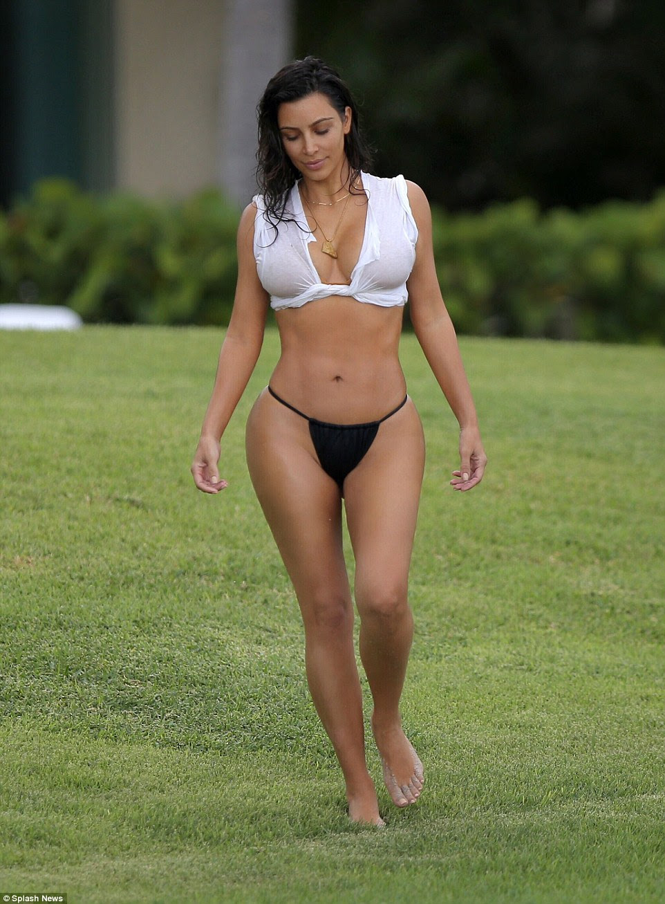 A 10 in any country!Also during her stay in Mexico Kim modeled a torn white T-shirt that resembled a bikini top and which also managed to cover up her assets more skillfully