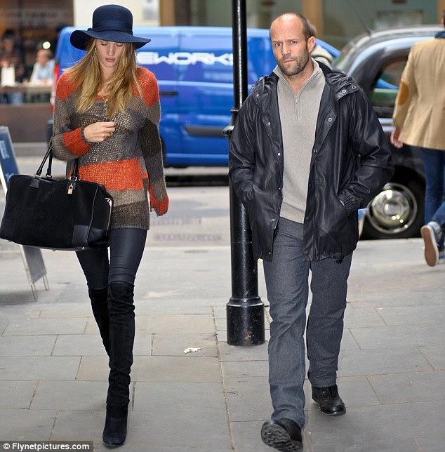Um jogo de amor: Rosie está feliz namorando e vivendo com a British astro de ação Jason Statham