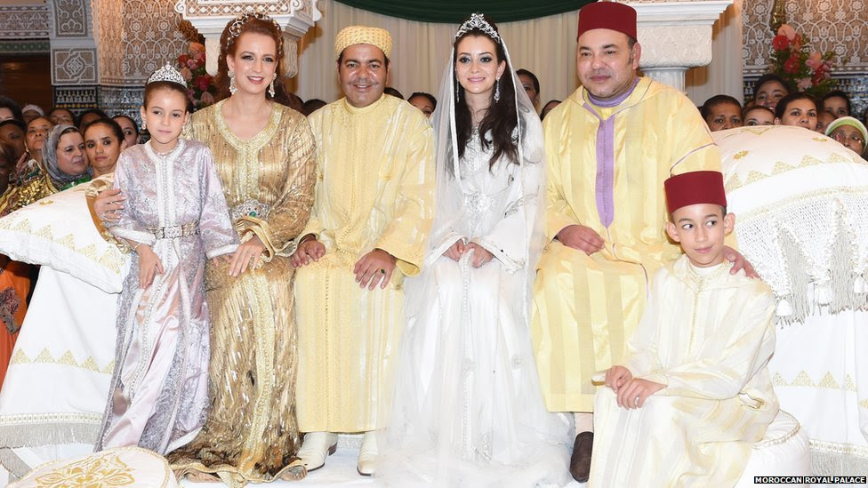 In this 14 November 2014 photo, Moroccan King Mohammed VI, 2nd right poses with the Moroccan Royal family during the second day of the wedding ceremony of his brother Prince Moulay Rachid and Oum Keltoum Boufares at the king Palace in Rabat, Morocco