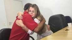 No Paraná, filha procura pai por anos e descobre que ele estava ao seu lado. Veja o vídeo