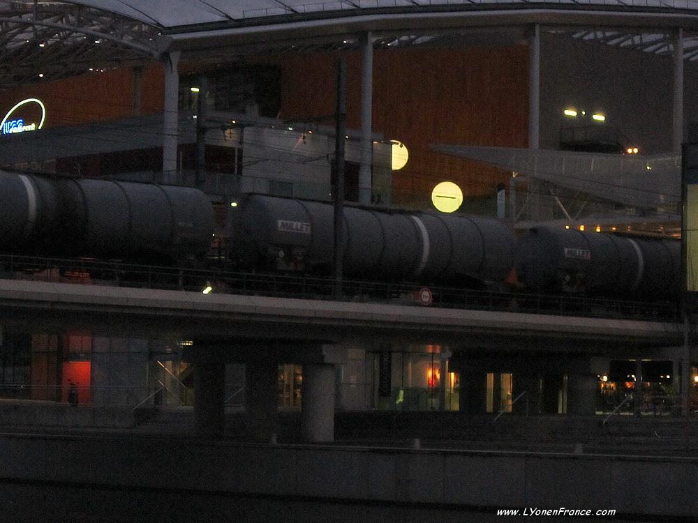 trains+centre+commercial+confluence+lyon
