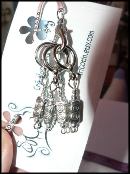 Stitch markers and bookmark/marqueurs de mailles et signet