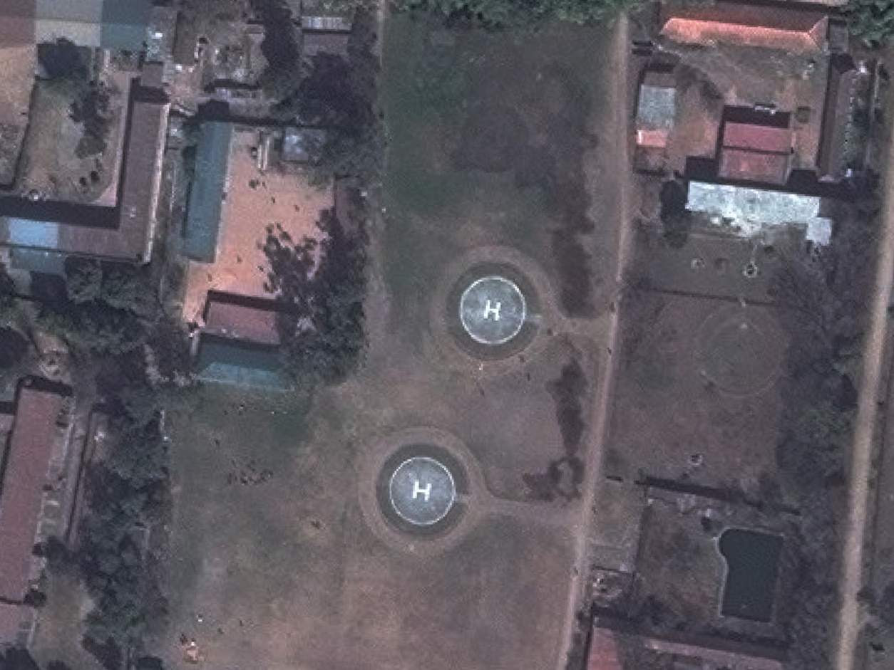 Avant: palais Narayanhiti Héliport, Katmandou