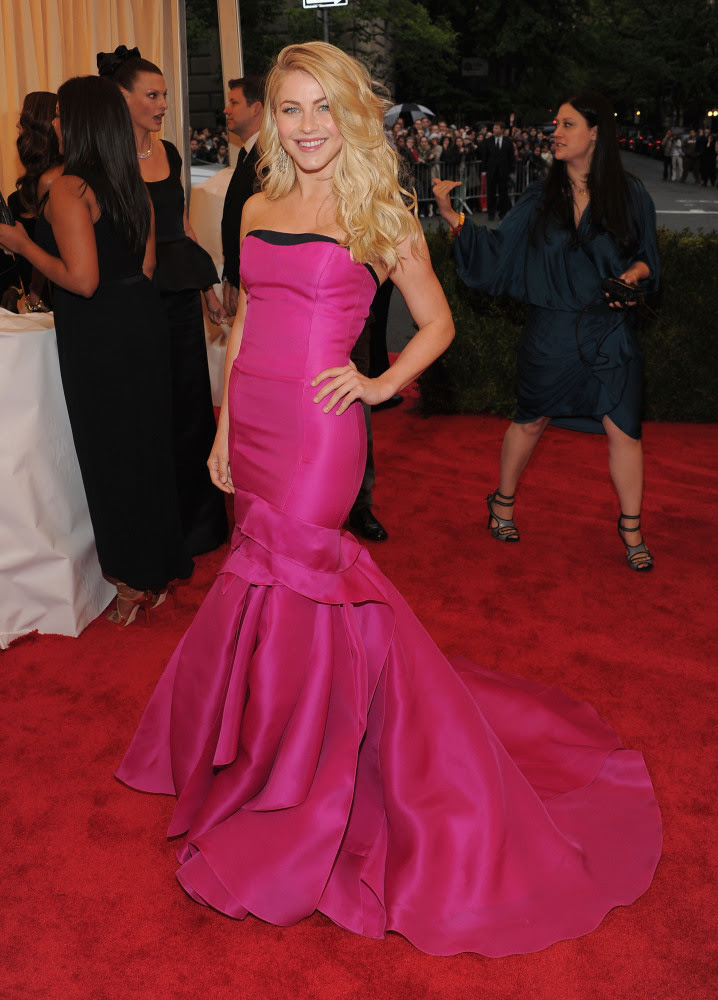 Julianne Hough in Carolina Herrera