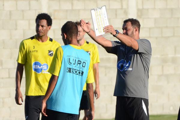 Roberto Fernandes, o ABC, vai usar um time misto para os primeiros jogos do campeonato potiguar