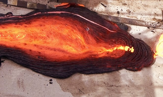 Как выглядит вулкан с магмой из расплавленного металла