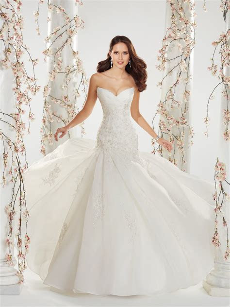 Famous Wedding Dress Designers   Wedding and Bridal