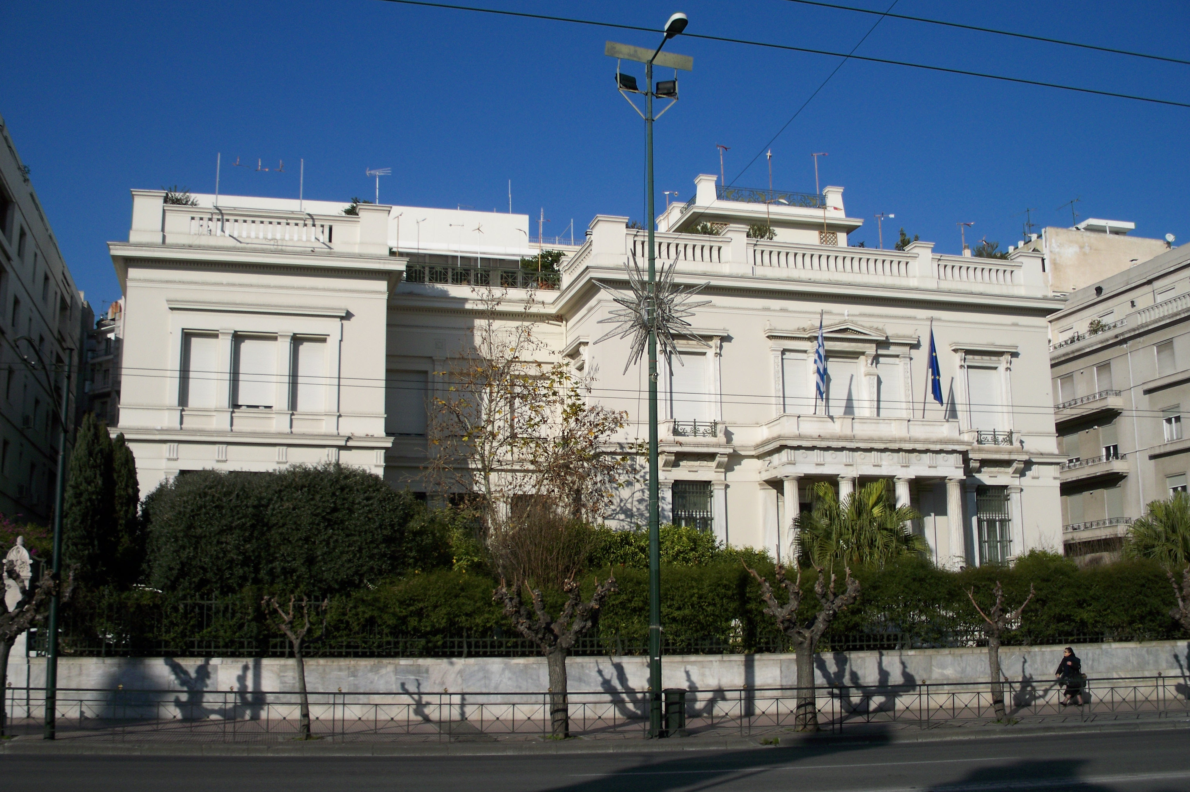 http://upload.wikimedia.org/wikipedia/commons/d/df/Benaki_Museum_Athens.JPG