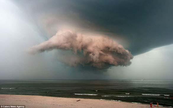 Κολοσσιαία καταιγίδα σε παραλία της Ρωσίας (4)