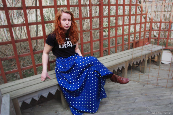 aliciasivert, alicia sivertsson, skirt, dots, dotted, handicraft, handcraft, craft, handmade, sew, sewing, clothes, clothing, maxi, maxi skirt, the beatles, blue, turquoise, polka dot, polka dots, deas gu cath, button, buttons, knappar, guldknappar, guldknapp, knapp, kjol, sydd, sy kjol, hemsydd, blå, turkos, prickig kjol, maxikjol, kläder, klädsel, sömnad