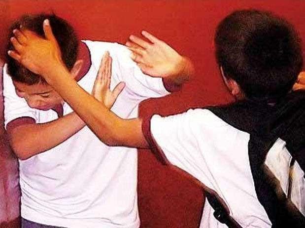 El miedo, el rechazo al centro educativo, pérdida de confianza en uno mismo y en los demás y el descenso de la autoestima son algunos signos que podrían revelar que un niño sufre de bullying. Foto: Gentileza