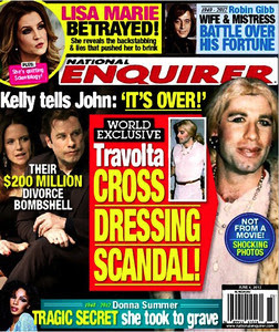 Portada de 'The National Enquirer' en la que John Travolta aparece travestido.